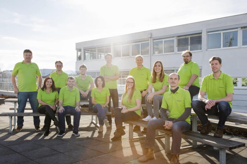 Eine Grruppenbild von Personen mit grünen T-Shirts